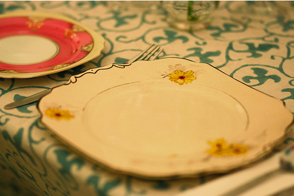 mismatched-wedding-plates